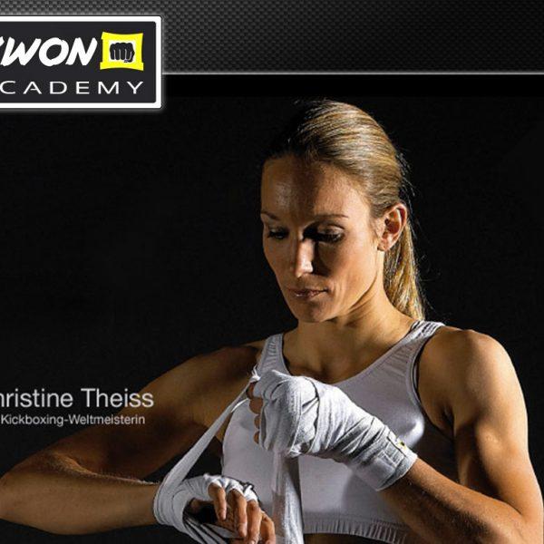 mehrfache Kickbox Weltmeisterin Dr. Christine Theiss